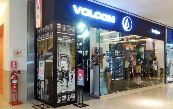 Branding en Vitrina VOLCOM - lima 2019 Suma Publicidad
